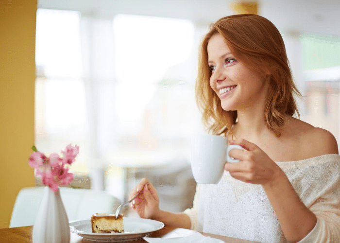 woman eating cake with coffee