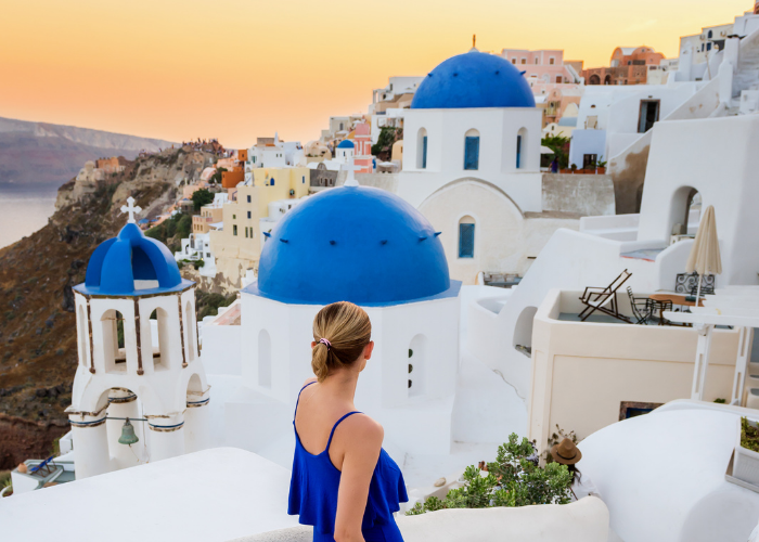 oia santorini blue domes